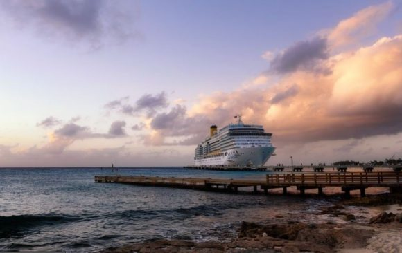 Grčka se otvorila za turizam – u Pirej stigao prvi kruzer